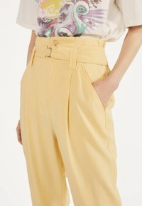 Bershka - Spodnie materiałowe - mustard yellow - 3