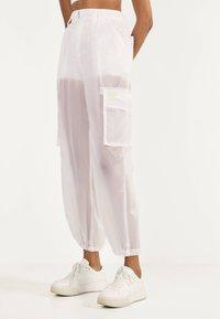 Bershka - TRANSPARENTE - Trousers - white - 0