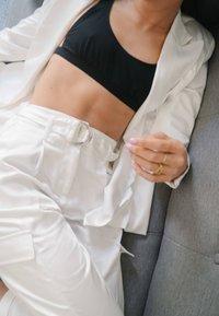 Bershka - SATINIERTE - Pantalon classique - white - 4