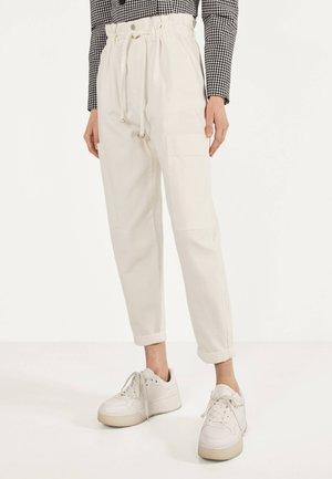 PAPERBAG-HOSE  - Pantalon classique - white