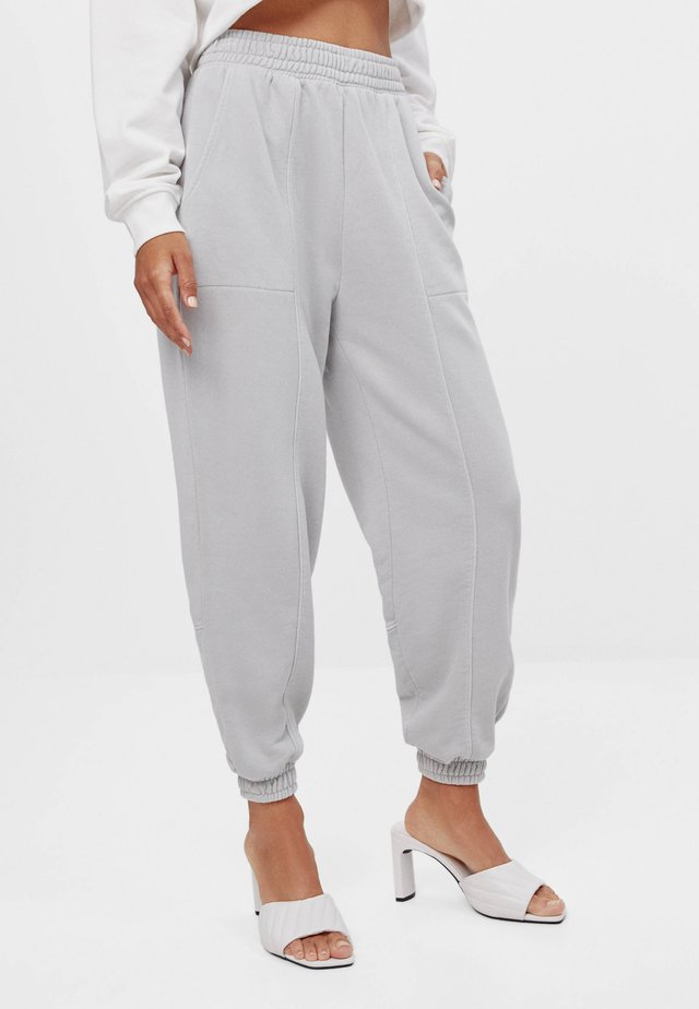 REFLEKTIERENDE - Teplákové kalhoty - grey