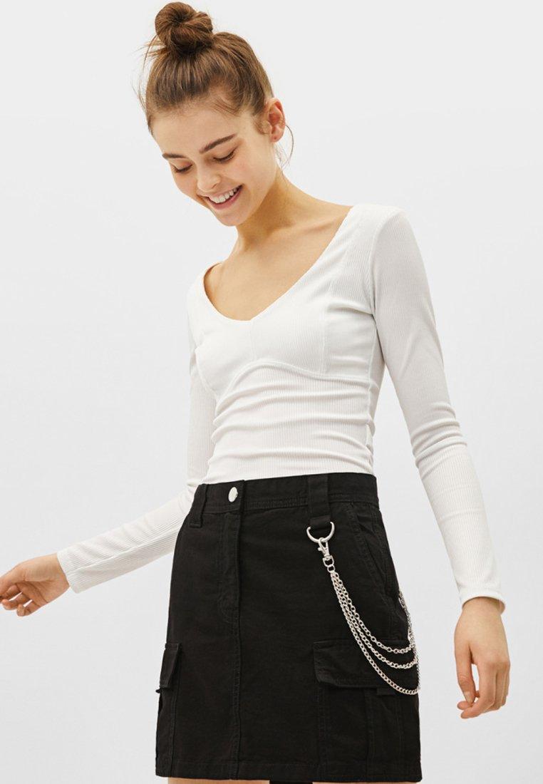 Bershka - MIT KETTE - Denim skirt - black
