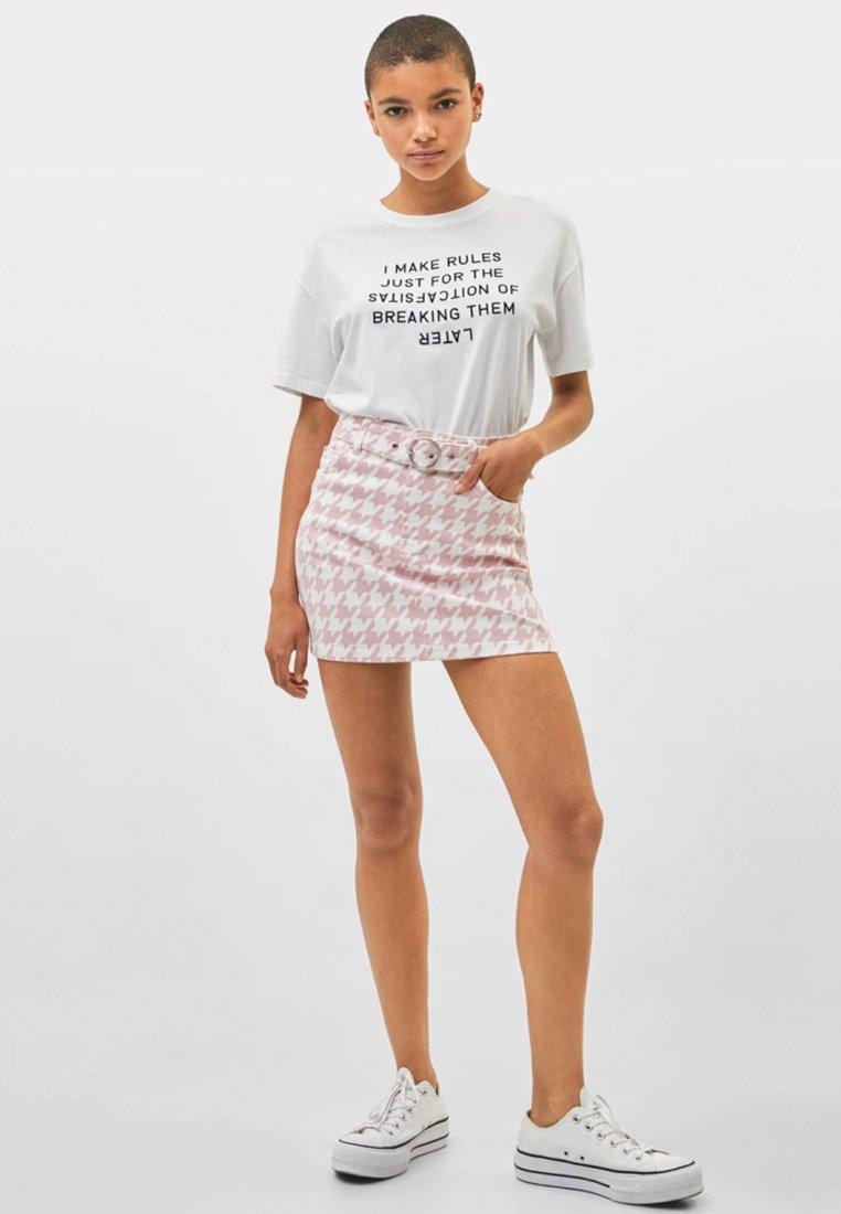 Bershka - MIT GÜRTEL  - Mini skirts  - light pink