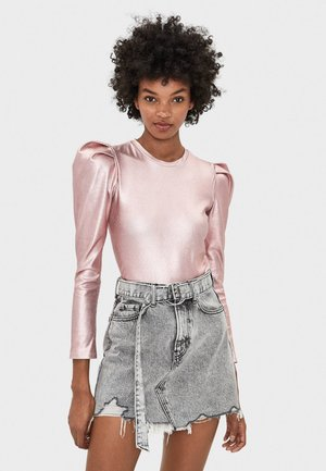 MIT GÜRTEL  - Denim skirt - grey