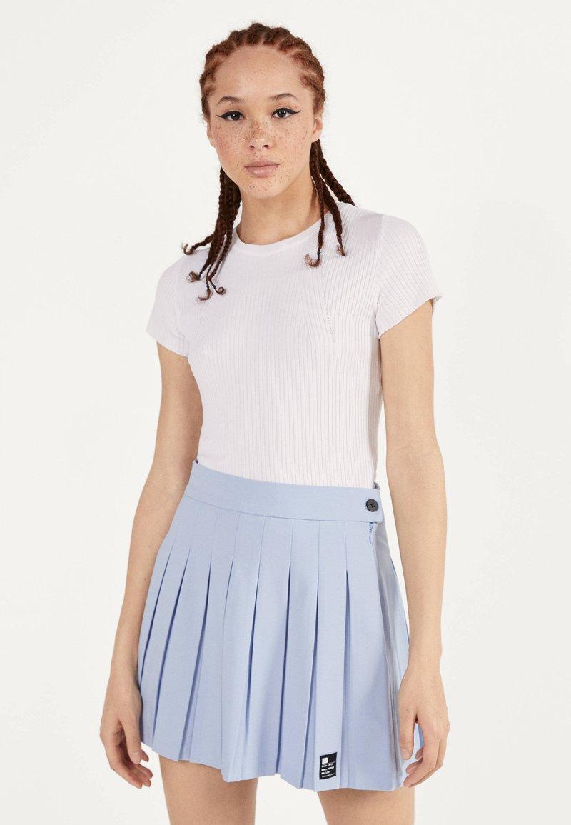 Bershka - Plisovaná sukně - light blue