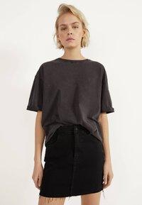 Bershka - KURZER DENIM-ROCK 00644534 - A-line skirt - black - 0