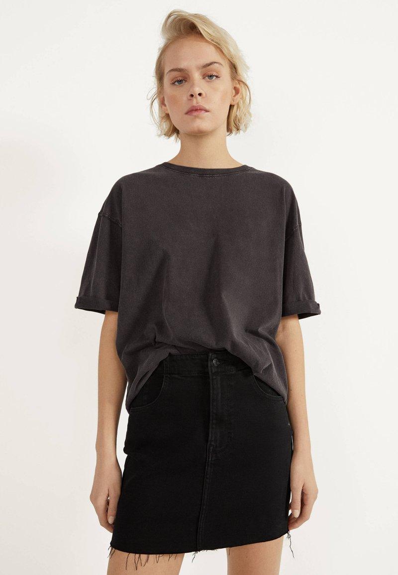 Bershka - KURZER DENIM-ROCK 00644534 - A-line skirt - black