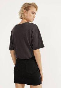 Bershka - KURZER DENIM-ROCK 00644534 - A-line skirt - black - 2