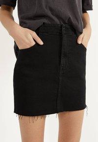 Bershka - KURZER DENIM-ROCK 00644534 - A-line skirt - black - 3