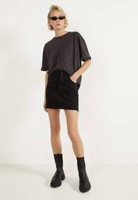 Bershka - KURZER DENIM-ROCK 00644534 - A-line skirt - black - 1