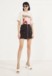 Bershka - MIT REISSVERSCHLUSS 00569019 - A-line skirt - black - 1