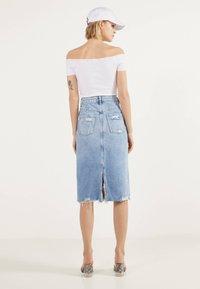 Bershka - MIT RISSEN - Denim skirt - blue denim - 2