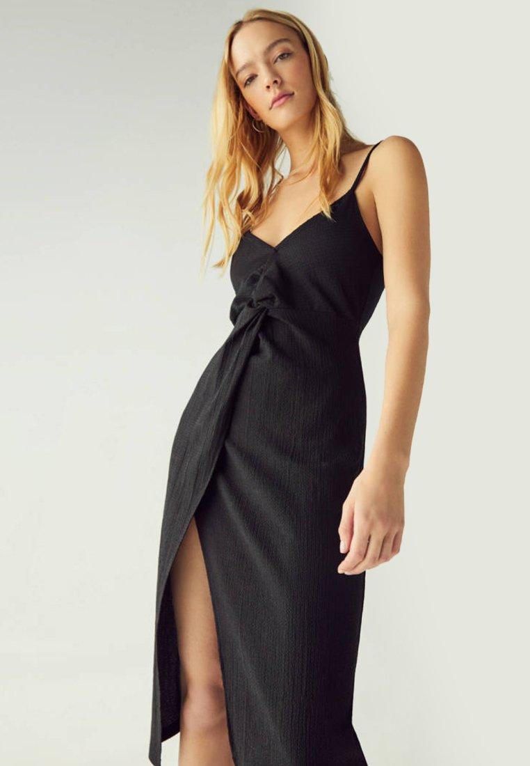 Bershka - MIT TRÄGERN UND ZIERKNOTEN  - Day dress - black