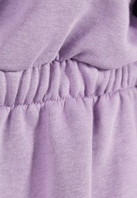 Bershka - KLEID AUS PLÜSCHGEWEBE MIT GERAFFTER TAILLE 00513315 - Korte jurk - mauve - 4
