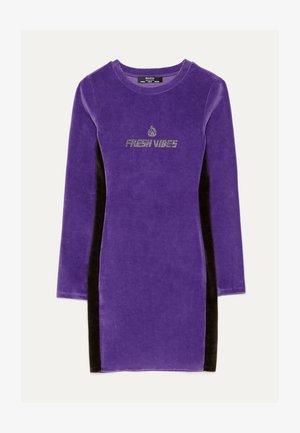 KURZES SAMTKLEID 00515326 - Denní šaty - dark purple