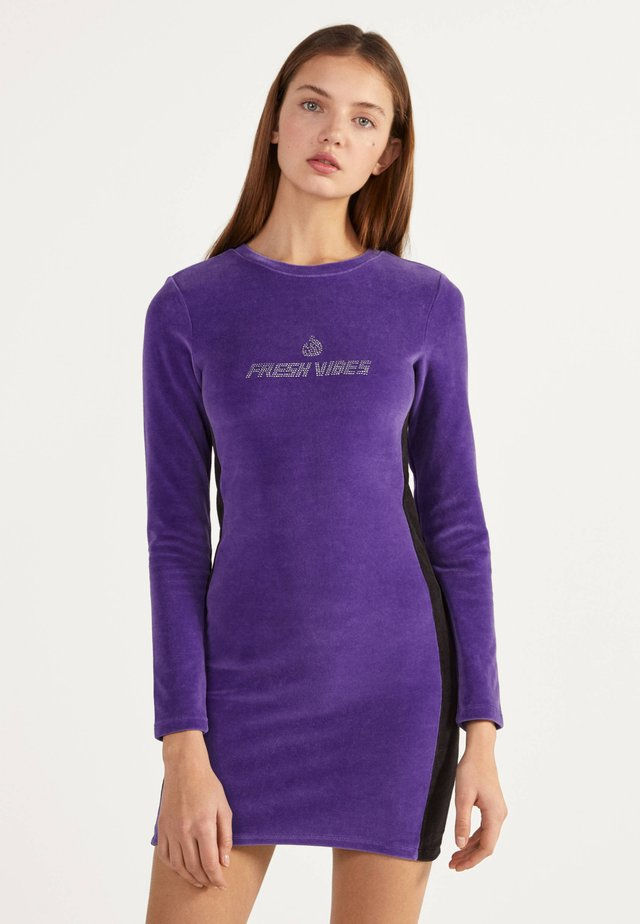 KURZES SAMTKLEID 00515326 - Vapaa-ajan mekko - dark purple