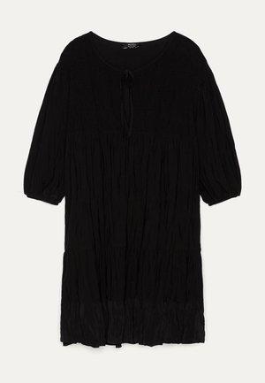 IN KNITTEROPTIK  - Korte jurk - black