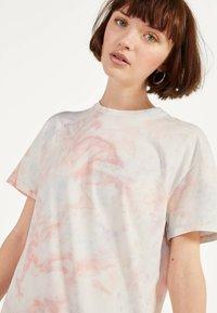 Bershka - IM ACID-WASH-LOOK - Day dress - pink - 3