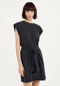 Bershka - Žerzejové šaty - grey - 0