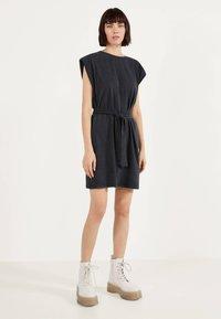Bershka - Žerzejové šaty - grey - 1