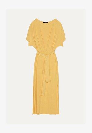 MIT GÜRTEL  - Vapaa-ajan mekko - mustard yellow
