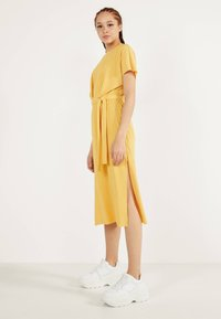 Bershka - MIT GÜRTEL  - Day dress - mustard yellow - 2