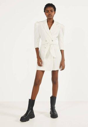 MIT BALLONÄRMELN - Shirt dress - white