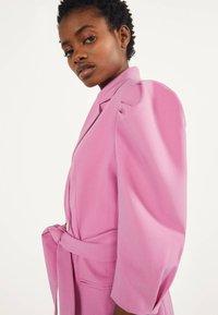 Bershka - MIT BALLONÄRMELN - Robe chemise - pink - 3