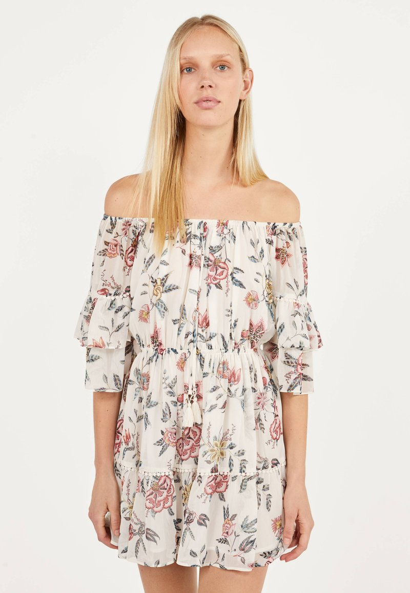 Bershka - MIT BLUMENPRINT  - Day dress - white