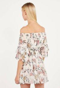 Bershka - MIT BLUMENPRINT  - Day dress - white - 2