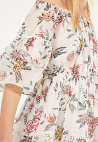 Bershka - MIT BLUMENPRINT  - Day dress - white - 3