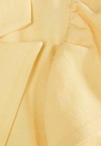 Bershka - MIT VOLANTS 02867168 - Robe d'été - yellow - 5
