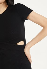 Bershka - MIT SCHLITZEN  - Shift dress - black - 3