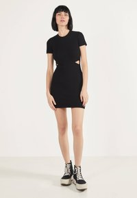 Bershka - MIT SCHLITZEN  - Shift dress - black - 1