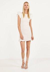 Bershka - MIT STICKEREI UND VOLANTS - Shift dress - white - 1
