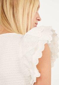 Bershka - MIT STICKEREI UND VOLANTS - Shift dress - white - 3