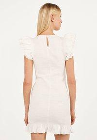 Bershka - MIT STICKEREI UND VOLANTS - Shift dress - white - 2