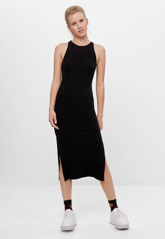 MIT NECKHOLDER  - Sukienka dzianinowa - black