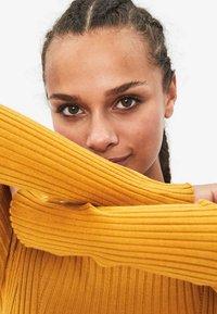 Bershka - Sweter - mustard yellow - 3