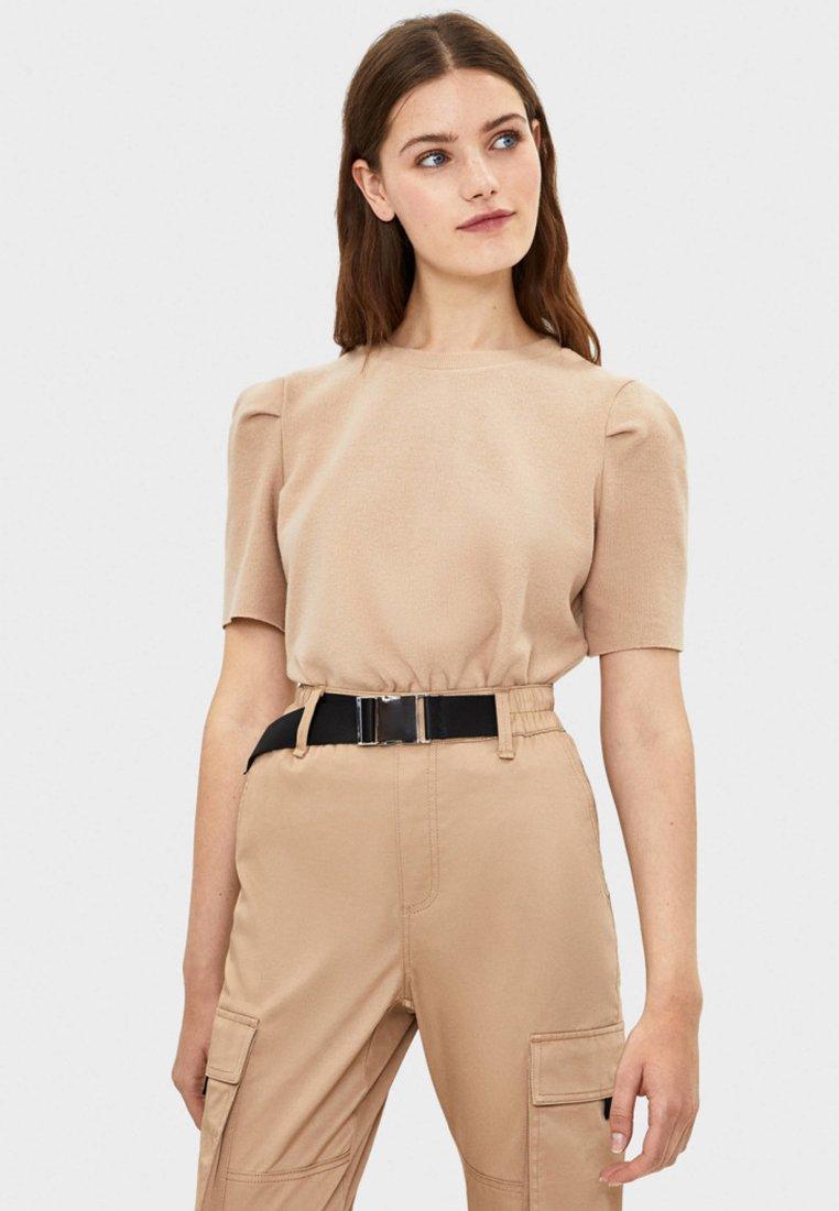 Bershka - MIT BALLONÄRMELN  - T-Shirt basic - beige