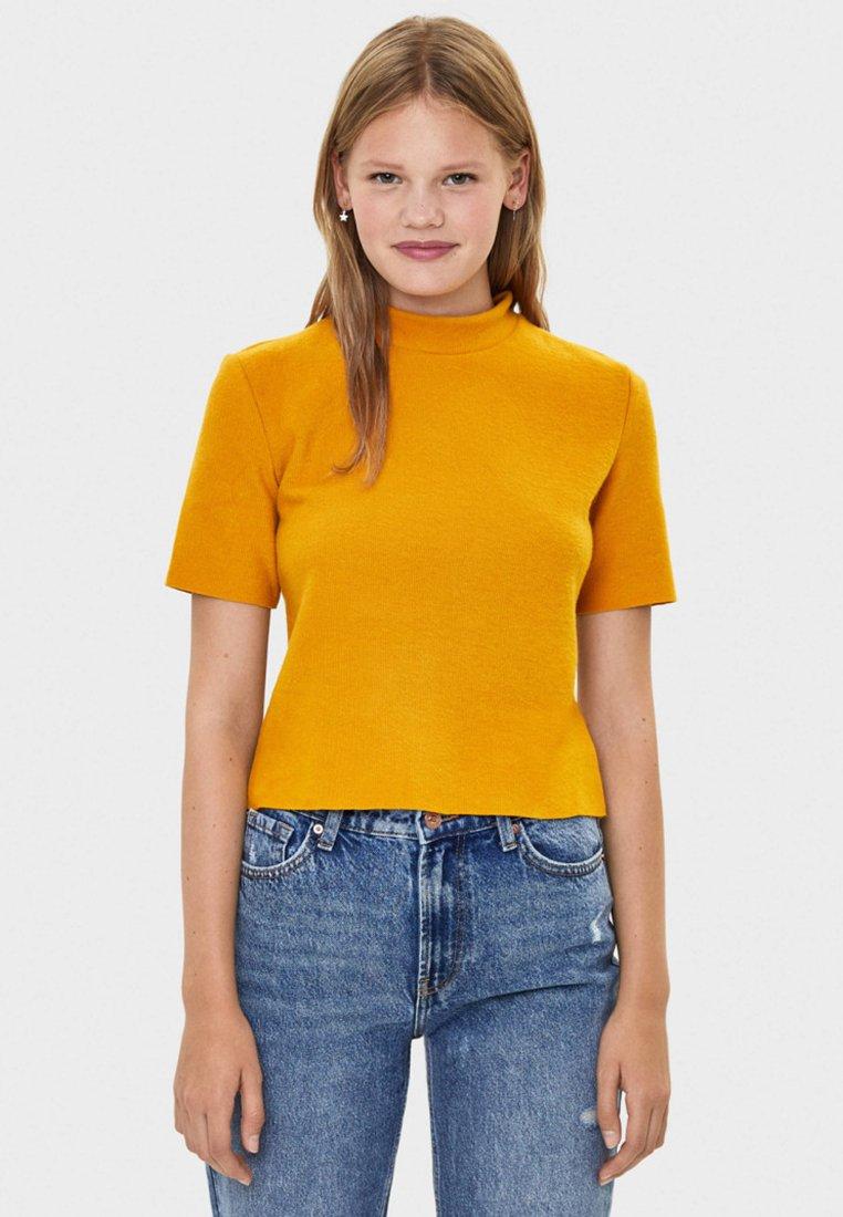 Bershka - MIT GERIPPTEM STEHKRAGEN - Basic T-shirt - mustard yellow