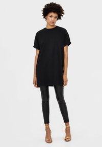 Bershka - T-shirt - bas - black - 1