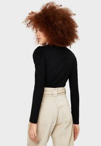 Bershka - T-SHIRT MIT BALLONÄRMELN 07224231 - Långärmad tröja - black - 2