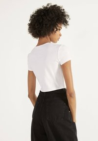 Bershka - T-shirt con stampa - white - 2