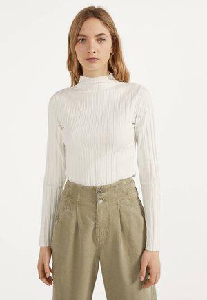 LANGARMSHIRT IM RIPPENSTRICK 01678315 - Sweter - white