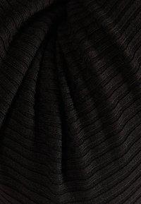 Bershka - MIT SEITLICHEM SCHLITZ - Sweter - black - 4