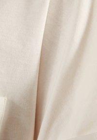Bershka - MIT TASCHE - T-shirt imprimé - white - 4