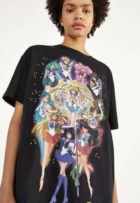 Bershka - SHIRT SAILOR MOON 01961167 - Print T-shirt - black - 3