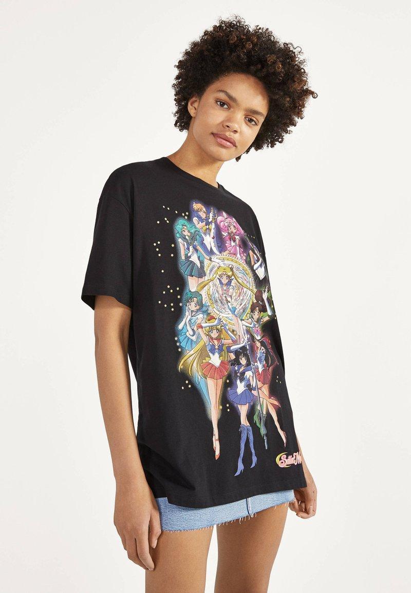 Bershka - SHIRT SAILOR MOON 01961167 - Print T-shirt - black