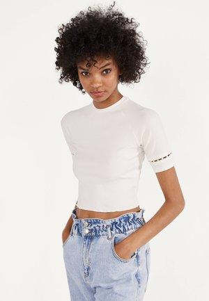 MIT PERLENBESATZ  - Print T-shirt - white